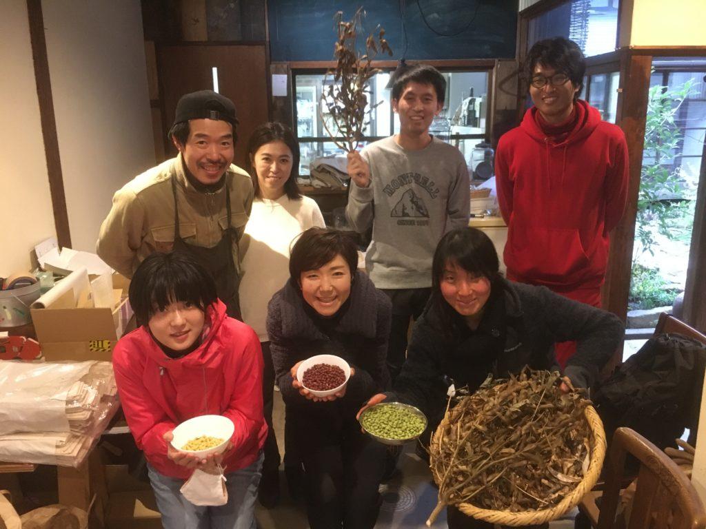 「緑、黒、赤、白」色々な大豆を堪能しよう!ソヤ畦畑で大豆選別のお手伝い!