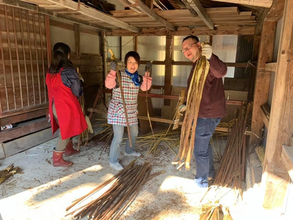 飛騨の伝統工芸品「山中和紙」づくり!楮(こうぞ)の皮剥ぎのお手伝い!